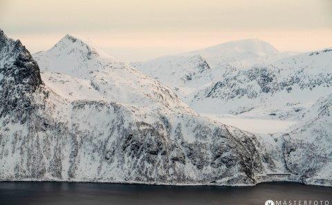 Senja i norge. Fotoresa för att fotografera vinterlandskap