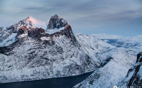 Fotoresa fjordlanskap på Senja Norge